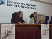 La profesora del Grado del Periodismo Celia Berna durante su intervención