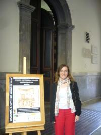 La profesora del Grado en Historia Diana Carrio a la entrada de la reunión del FEHM