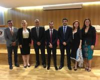 Foto de familia de los componentes del tribunal de evaluación de la tesis doctoral (Redacción: Alberto Orellana)
