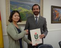 Li Zhang y Arturo de las Heras, en la firma del acuerdo (Redacción: UDIMA Media. Fotografías: José E. Jiménez)