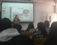 La profesora María Muñoz durante una clase
