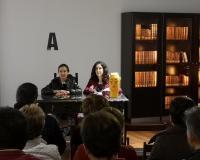 Laura Lara y María Lara en el Encuentro literario celebrado en Brihuega, impartiendo la conferencia