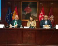 Ricardo Alonso, la ministra de Justicia, Dolores Delgado, y Ángel Gª Collantes, este jueves en Madrid.