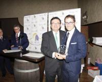 Ricardo Díaz, recogiendo el premio (Redacción: UDIMA Media)