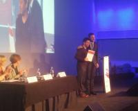 Rodolfo Gordillo, en el instante de recibir el premio (Redacción: UDIMA Media)