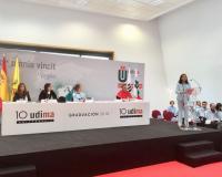 María Luisa de Contes, madrina de la promoción, durante su intervención (Redacción: Ramón Oliver/Fotografías: Julia Robles/R.O.)