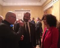 Los profesores de la UDIMA conversando con el embajador dominicano