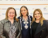 La profesora Raquel García Revilla y la alumna Inmaculada Ibarrondo, con la ministra Reyes Maroto