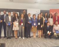 Foto de familia de los finalistas y premiados, con Silvia Nazareth Prieto Preboste como representante y coautora del proyecto de la UDIMA (Redacción y fotografías: Luis Miguel Belda)
