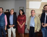 Con la alcaldesa de Mondoñedo, Elena Candia, en el centro de la imagen