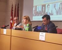 De izquierda a derecha de la imagen, Salvador Molina, presidente de Telemadrid; la periodista Gloria Lomana y el doctor en Periodismo Victor Núñez.